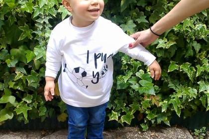 Tallas niños desde los 2 hasta los 12 años (blancas con la serigrafía negra). Precio camisetas niño 6€